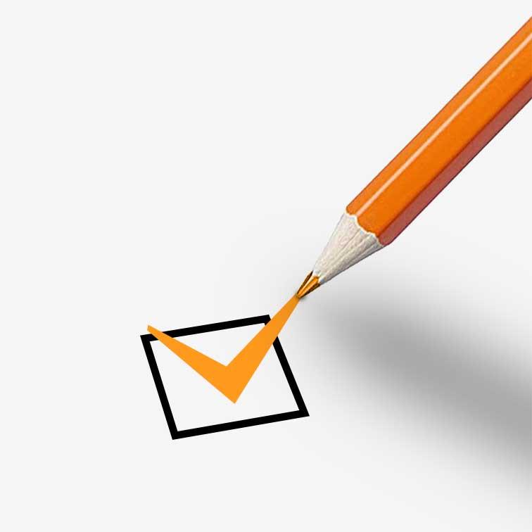 Un colore pastello matita arancione che segna checkbox